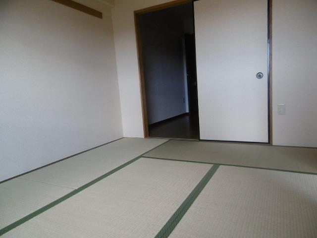 明るい和室です(同物件別室写真です)