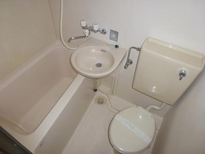 バス・トイレ・洗面台一緒です