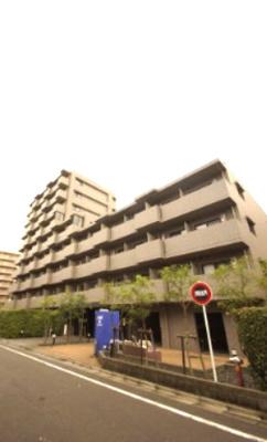 京急空港線「大鳥居」駅より徒歩3分の駅近分譲マンションです。