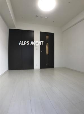 開口部の大きい明るい室内