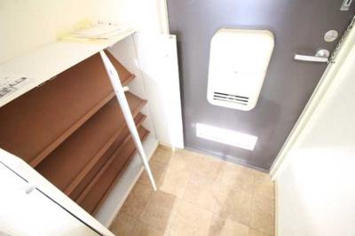 【玄関】アール・ヨーロピアン 駅近 バストイレ別 室内洗濯機置場
