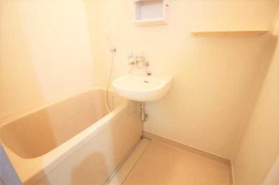 【浴室】アール・ヨーロピアン 駅近 バストイレ別 室内洗濯機置場