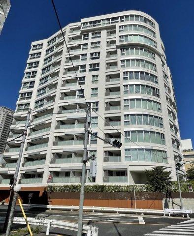代官山駅徒歩1分 総戸数109戸のビッグコミュニティ ホテルライクな内廊下設計 24時間有人管理