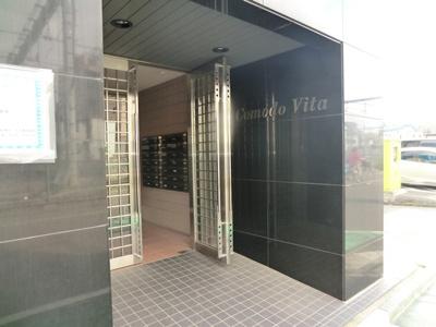 【エントランス】Comodo Vita