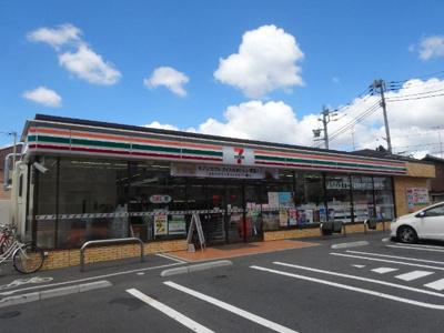 セブンイレブン足立伊興2丁目店まで212m
