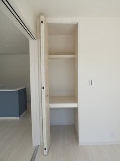 1階洋室収納。
