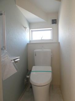 1階トイレ。ウォシュレット付き