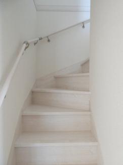 階段には手摺があるので、小さいお子さまでも安心です。