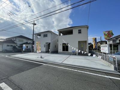【前面道路含む現地写真】三木市志染町中自由が丘 第7 2号棟