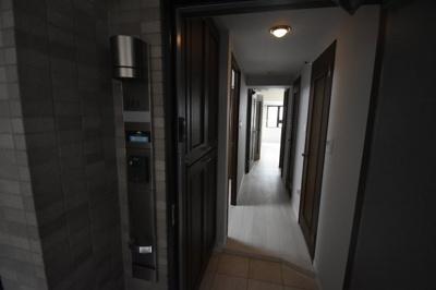 広めの玄関スペース 高級感ある内装です。
