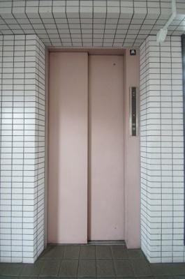 エレベータあります。