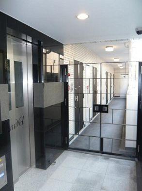 お洒落なエレベーターホールです。