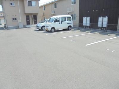 【駐車場】エルメゾン神辺 B