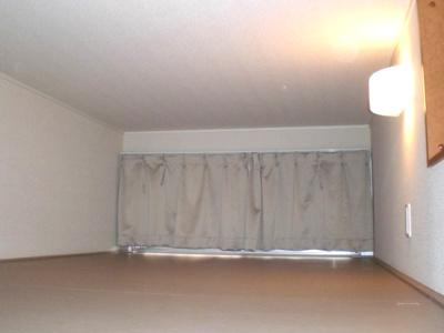 ロフト部分を寝室に。ロフトにはテレビ設置可能です。