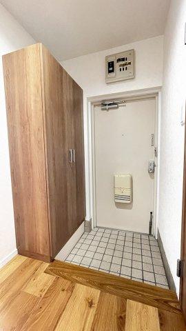 大きな玄関収納があるので来客時も安心です♪