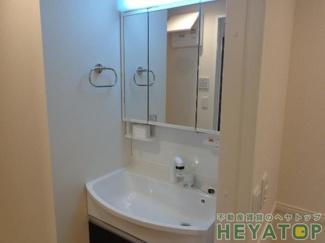 忙しい朝の身支度に便利なシャワー付き洗面化粧台