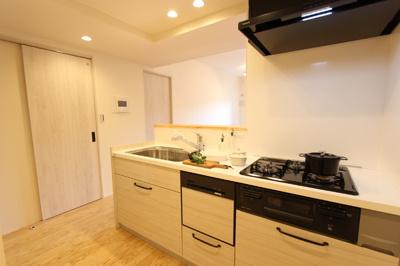 食器洗浄乾燥機付きのキッチンで、お片付けも楽々♪