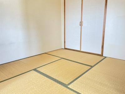 リビングの隣に和室があり、ゆったり寛いだり、来客時にも活用できます