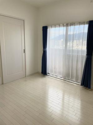 5帖洋室 5帖と7帖の洋室は引戸を開放して1部屋として利用可能です