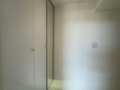 玄関には姿見付きでお出かけ前の身だしなみもチェックできます。シューズBOXも収納豊富です