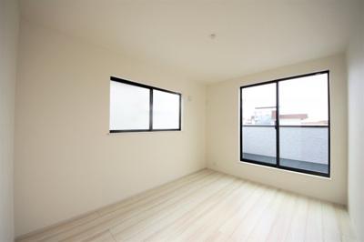 3号棟 2F洋室 各部屋二面採光の明るい空間