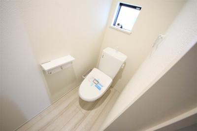3号棟 1Fトイレ 窓付きの明るい空間
