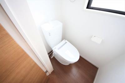 2Fトイレ 窓付きの明るい空間