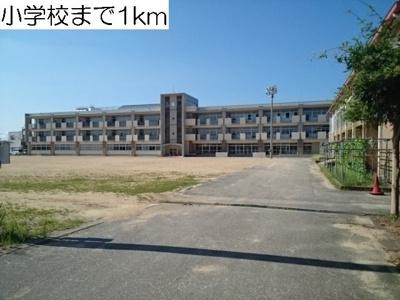 藤ノ木小学校まで1000m