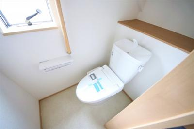1Fトイレ 窓付きの明るい空間