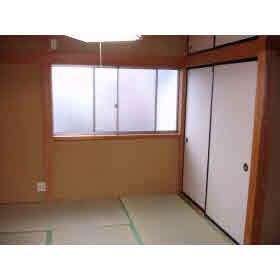 押入れ1間の和室です。