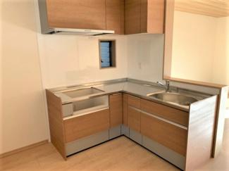 作業動線が短いL型IHキッチン!調理の作業効率がよくなり、複数人での調理が行いやすいです。
