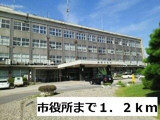 魚津市役所まで1200m