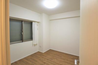 玄関横の洋室約6.0帖 お子様のお部屋にいかがでしょうか