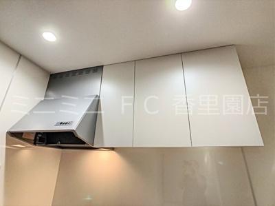 換気扇とキッチン上の収納