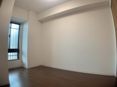 スタンダードな洋室です。約4.7帖あります。