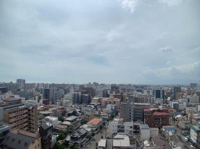 最上階の15階からの眺望です。遠くまで見渡せます。