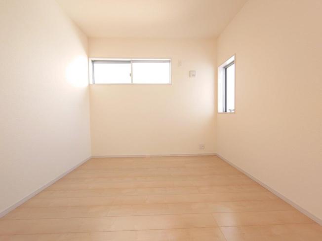 主寝室:ウォークインクローゼット《 同社施工例 》現地見学や詳細は 株式会社レオホーム へお気軽にご連絡下さい。