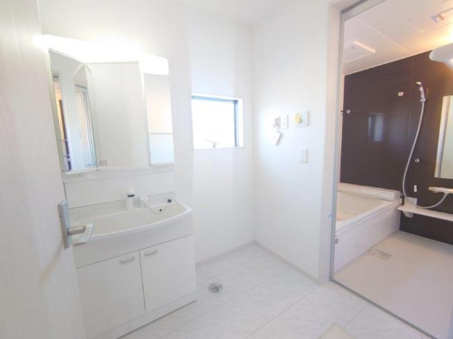 洗面脱衣室《 同社施工例 》現地見学や詳細は 株式会社レオホーム へお気軽にご連絡下さい。