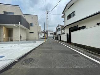 前面道路は広く見通しが良いため、駐車もストレスなく行えそう。