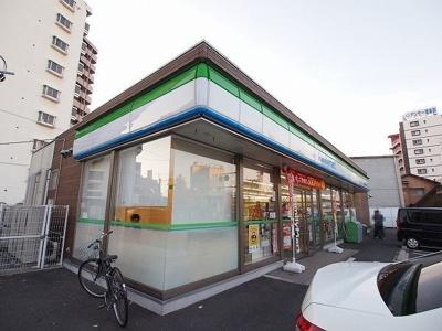 ファミマ小倉北三萩野1丁目店まで210m