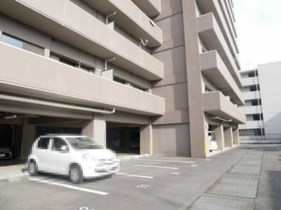 【駐車場】ウィステリア中田