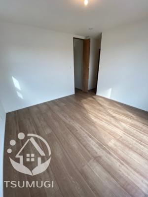 2F 洋室 洋室は各部屋にクローゼットが設けられており、収納が非常に充実しております
