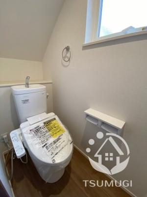 1階と2階の各階に設けられたトイレは、家族で混みあいがちな忙しい朝にとっても便利。 温水洗浄便座、収納など、機能面もバッチリ!