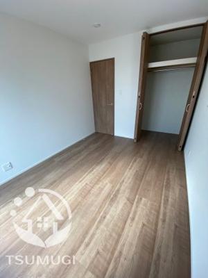 2F 洋室。 2階に3部屋ある洋室は、いずれも2方向に窓を設けており、通風・採光は抜群です