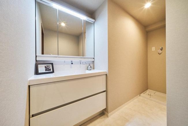 シンプルでありながら使い勝手の良い仕様の洗面室