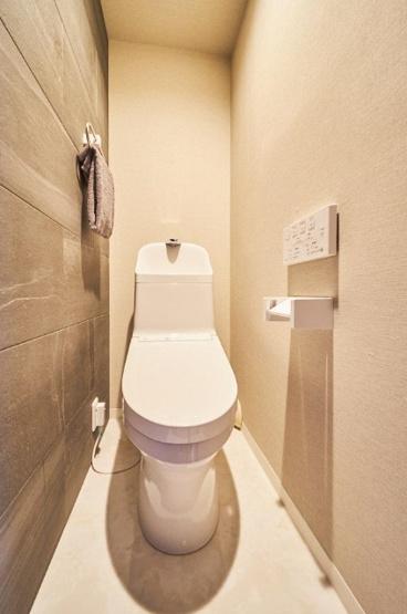 トイレ新規交換 温水洗浄便座機能付 水回りは全て新規交換しており気持ちよくお使いいただけます