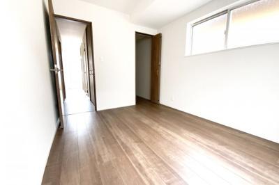 《洋室6帖》全室に収納が完備されているの片付け楽々♪お部屋が更に広く使えますね。