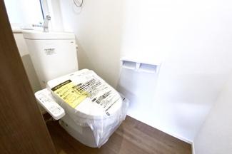 トイレは各階にあり、わざわざ違う階までいかずにすみます。忙しい朝にトイレの順番待ちは緩和されます。
