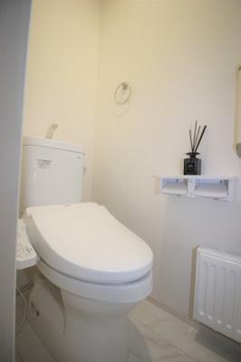 一階の温水便座付きトイレです