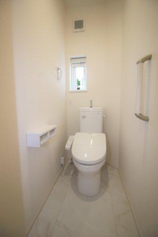 二階の温水便座付きトイレです